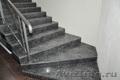 Изготовление лестниц и ступеней из натурального камня и кварцевого агломерата.