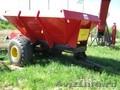 Машина для внесения минеральных удобрений и песка МВУ-6